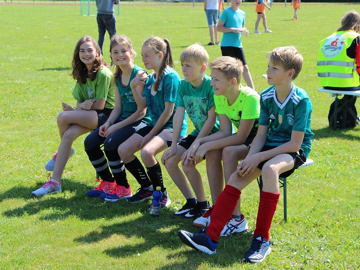 Schüler beim Fußball